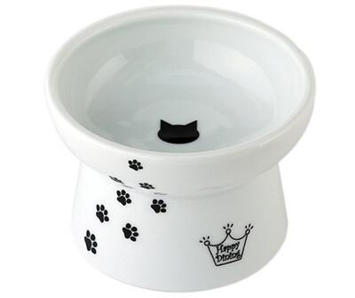真っ白い陶器の猫皿