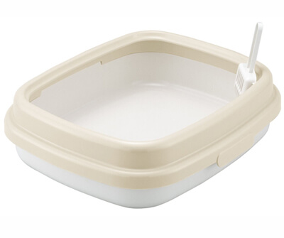 白とクリーム色のフォルムの猫用の箱型トイレ
